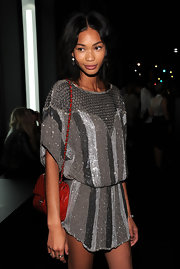 A quilted red leather bag by Chanel added a welcome pop of color to the supermodel's outfit.