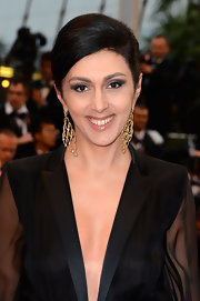 Producer Catherine Mtsitouridze donned over-sized gold chandelier earrings at 'The Great Gatsby' premiere.