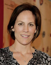 Annabeth Gish opted for a casual bob when she attended the premiere of 'The Business of Being Born.'