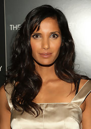 Padma Lakshmi swiped on some jewel-tone eyeshadow for a dazzling beauty look.