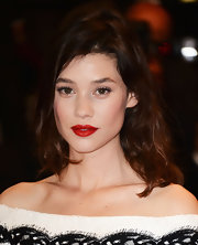 Astrid Berges Frisbey capped off her look with a sexy red pout.