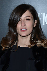 Eleonora Carisi wore her hair down to her shoulders in bouncy waves at the L'Officiel dinner.