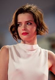Roxane Mesquida attended the Venice Film Festival premiere of 'Spring Breakers' wearing a cute short wavy style.