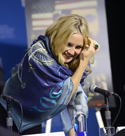 Kate Hudson covered up with a printed blue scarf for the 'Reluctant Fundamentalist' press conference during TIFF.
