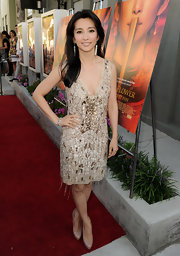 Li Bingbing attended the LA screening of Snowflower and the Secret Fan wearing an ivory and gold art deco beaded frock. Li left the rest of her red carpet look subdued with nude pumps and an effortless 'do.