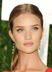 Rosie Huntington-Whiteley dressed up her Vanity Fair Oscar party look with a stunning pair of Harry Winston dangling diamond earrings.