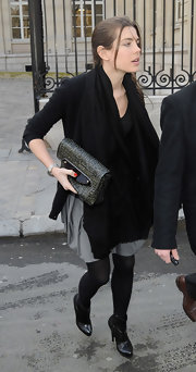 Charlotte Casiraghi stayed warm with a black pashmina while headed to the Stella McCartney Fall 2009 show.