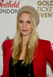 Poppy Delevingne looked cute wearing this beige knit beanie at the Fashion for Relief event.