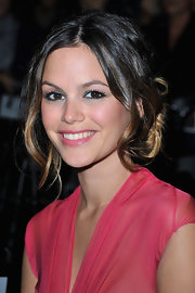 Rachel Bilson's green eyeshadow provided a lovely contrast to her pink lipstick and dress.