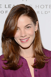 Michelle Monaghan sealed off her look with a tiny gold dangle earring.
