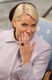 Princess Mette-Marit wore a beautiful gemstone ring at the Nobel Peace Prize.