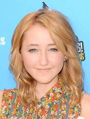 Noah Cyrus accessorized with simple gold studs.