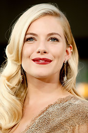 Sienna Miller attended the special screening of 'G.I. Joe: The Rise of Cobra' wearing a sexy red hue on her lips.