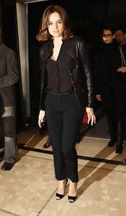 Kasia Smutniak completed her all-black outfit with a pair of slacks.