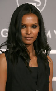 Liya Kebede went heavy on the eyeshadow for a sexy beauty look.