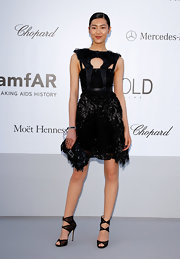 Liu Wen topped off her sophisticated all-black ensemble with a paillette-embellished clutch, also by Fendi.