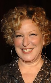 Bette Midler wore her hair in bouncy curls at the 7th on Sale gala.