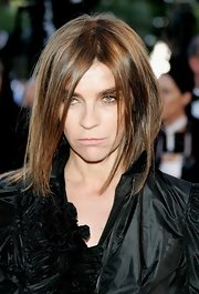 Carine Roitfeld rocked a messy layered cut during the 'Marie Antoinette' premiere in Cannes.