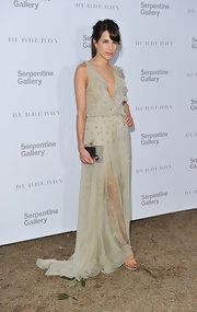 Caroline Sieber complemented her lovely dress with an on-trend transparent Charlotte Olympia Pandora box clutch.