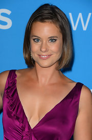 Ashley Williams wore her hair in a simple side-parted bob at the CBS 2012 fall premiere party.