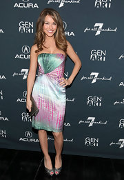 Chrishell Stause finished off her look with a metallic gold clutch.