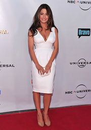 Actress Sarah Shahi showed off her assets in this summer chic white dress. It was the perfect dress for the daytime event.