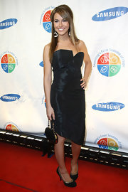 Chrishell Stause sealed off her all-black look with a leather purse.