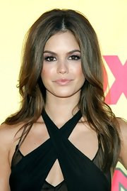 Rachel Bilson accentuated her peepers with a heavy application of purple eyeshadow.