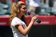 Tori belted out the national anthem with her hair pulled back in a half-up do.