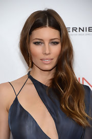 Jessica Biel was a smoldering beauty at the 'Playing for Keeps' premiere with this sexy-glam center-parted side sweep.