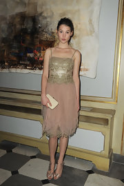 Astrid Berges Frisbey polished off her look with a simple cream-colored clutch.