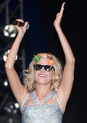 Pixie Lott performed at the V Festival wearing crazy sunnies.