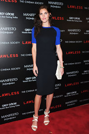 Hilary Rhoda sealed off her look with a simple white leather clutch.