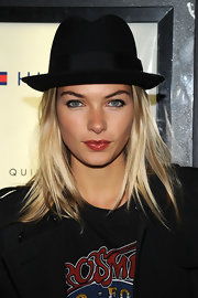 Jessica Hart attended the premiere of 'The Runaways' wearing a black fedora.