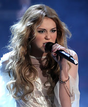 Miley Cyrus performed on 'Wetten, dass..?' wearing her hair in teased waves.