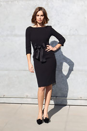Kasia Smutniak kept it classic in a little black dress, made sweeter with the addition of a bow on the waist, during the Giorgio Armani fashion show.