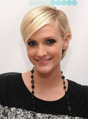 Ashlee Simpson showed off a stylish short 'do at the launch of Jessica Simpson Girls.