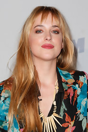 Dakota Johnson topped off her look with a heavy application of neutral eyeshadow.