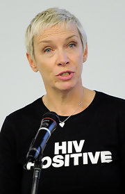 Annie Lennox rocked a cool pixie cut at the United Nations Conference on AIDS.