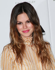 Rachel Bilson added a punch of color to her look with a swipe of pink lipstick.