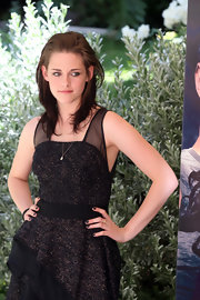 Kristen Stewart matched her nail polish to her dress when she attended the 'Twilight Saga: Eclipse' photocall in Rome.