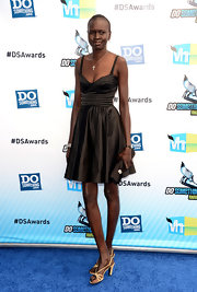 Alek Wek chose a lovely fit-and-flare LBD for the Do Something Awards.