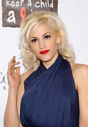 Gwen Stefani was retro-gorgeous with her curly bouffant during the Black Ball concert.