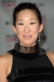 Sandra Oh finished off her look with a pair of dangling spheres.