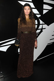 Giovanna Battaglia complemented her dress with a tasseled black shoulder bag.