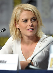 Rachael Taylor looked cool and edgy with her layered razor cut at Comic-Con 2011.