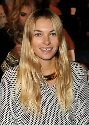 Jessica Hart sported a super-shiny center-parted 'do with barely-there waves during the Whitney Eve fashion show.