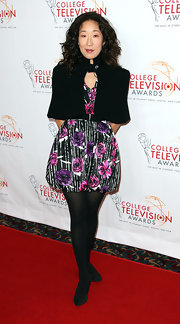 Black tights and pumps finished off Sandra Oh's attire.