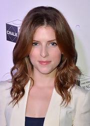 Anna Kendrick sported a pretty bouffant-like wavy 'do at the Holiday Tech Bash.