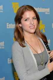 Anna Kendrick dolled up her casual outfit with a gold pendant necklace when she attended Entertainment Weekly's Comic-Con celebration.